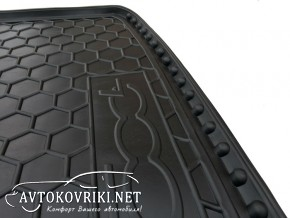 Коврик в багажник Фиат 500L 2012- полиуретановый Автогум